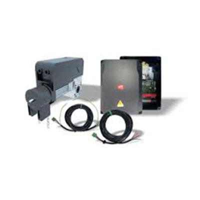 Automarizare usa de garaj industriala cu panou de comanda care suporta senzori, lampa de avertizare, senzori optometrici in garnitura