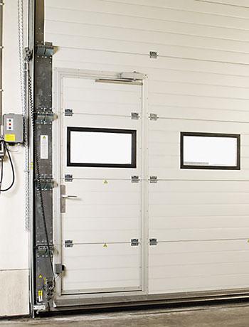 usa de acces pietonal pentru usa de garaj